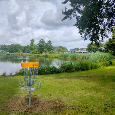 Basket of the new Advanced hole 17, clear the water on your 3rd or 4th shot! Demanding hole!