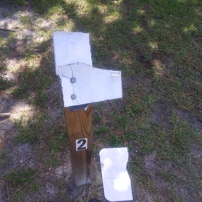 Hole 2 tee sign (silver tees)