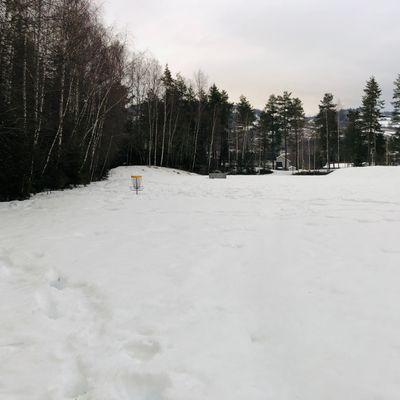 28.03.21 Hull 6. Fortsatt mye snø. Ingen bare teepads.